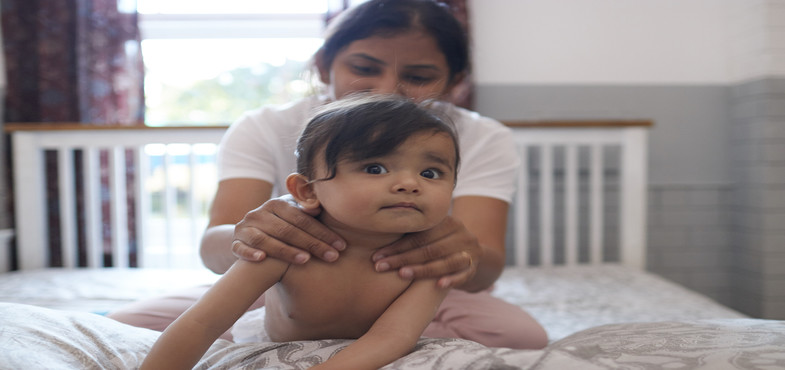 baby-massage-guide-six-week-header.jpg
